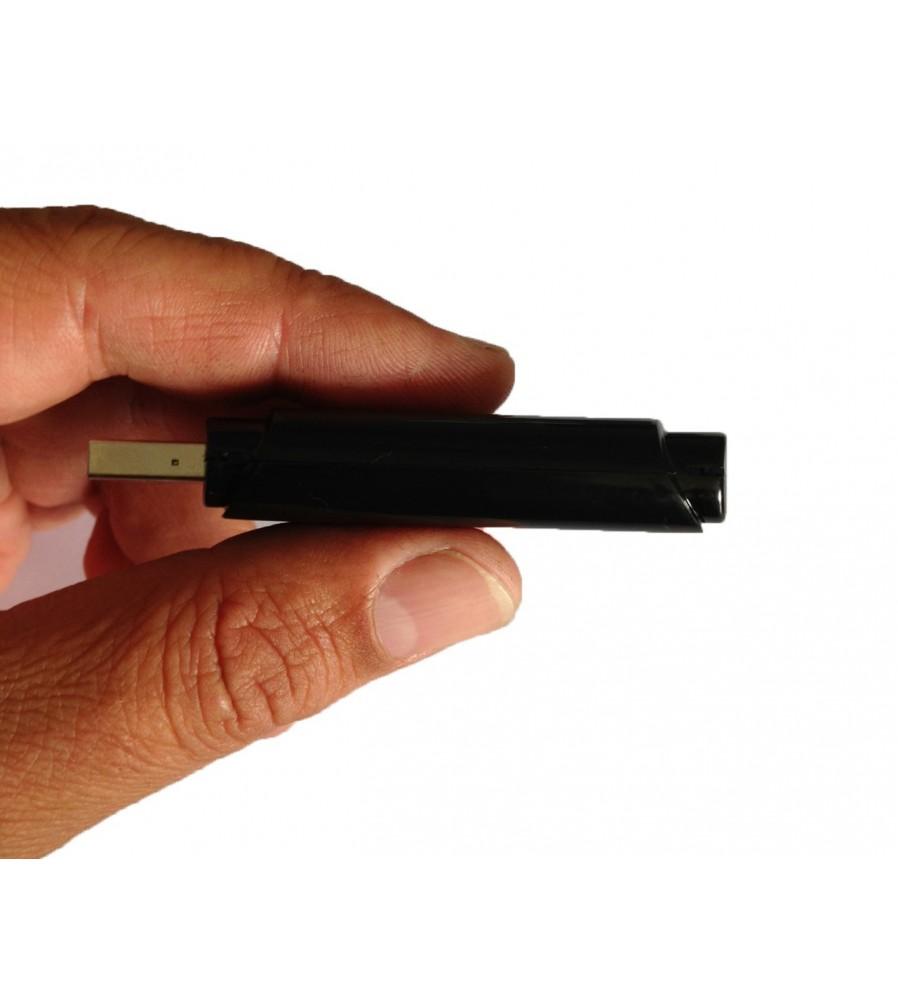 Minijaturna SPY kamera sa snimačem ugrađena u USB disk.